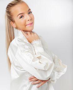 Nuperelleskjorte Silke-0 Ruffle Blouse, Beautiful, Collection, Tops, Women, Fashion, Moda, Fashion Styles, Fashion Illustrations