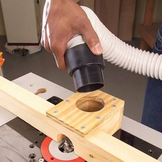 Close up of router with chip swallowing – … – wood workings diy – Dremel Diy Router, Router Jig, Router Woodworking, Woodworking Techniques, Woodworking Projects, Router Sled, Build A Router Table, Router Projects, Woodworking Jigsaw