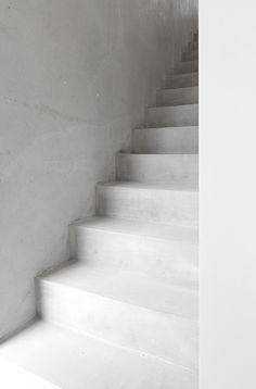 Minimalist concrete stairs. Home of Marja Wickman. © Marja Wickman.