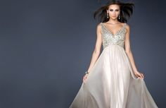 With attractive and suitable dresses, brudklänninggöteborg is doing its endeavor to be a nice place to buy beloved dresses. More essentially, we give a huge variety of dresses for wedding, prom and other occasions.