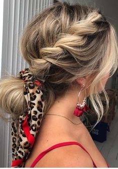 See here the unique ways to wear the braids with scarf. In this post we're going to share the fresh ideas of rope braided ponytail hairstyles with beautiful silk scarves. You may use these styles of haircuts to make you look sext and modern and to go for your celebrations in your daily routines.