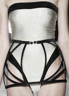 Beautifully contoured cage skirt  two tone swimwear; elegant fashion design details // Adriana Degreas