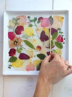 DIY Pressed Rose Petal Tray by sayyestohoboken #DIY #Pressed_Flowers_Tray