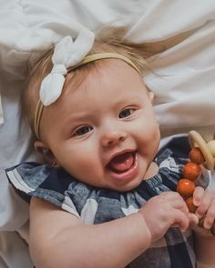 Smiley baby girl in nylon hair bow Little Bow, Little Star, Smiley Baby, Bow Accessories, Baby Hair Bows, Baby Photos, Photo Shoot, Future, Trending Outfits
