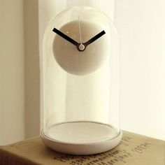 """Floating"" clock."