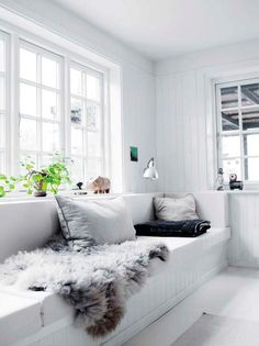 This beautiful farmhouse, decorated in black & white, is located on a 14.000m2 plot in Denmark.              Source: Femina.