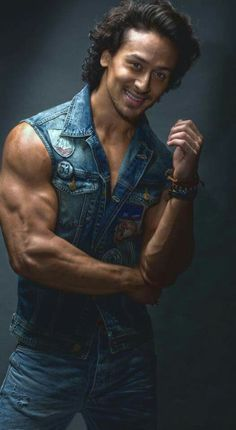 Tiger Shroff indian Actor get more hd wallpapers click here…