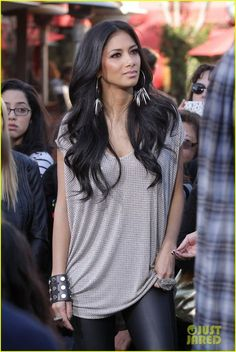I do love Nicole Scherzinger's style! Long t-shirt + #leather skinny pants!