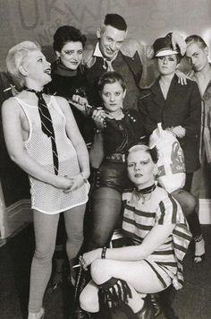 Ray Stevenson's classic 1976 pic of some of the Bromley Contingent, plus Soo Catwoman who came from Ealing Vintage Goth, Moda Vintage, Punk Art, Pop Punk, Punk Rock, Catwoman, God Save The Queen, British Punk, New Romantics