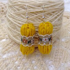 Items similar to Knitting and Crochet Stitch Markers. Set of enamel Cat and wired Yarn ball.Gift for knitters, crocheters. on Etsy - Handcrafted Ideen 2020 Funky Earrings, Diy Earrings, Crochet Earrings, Cute Jewelry, Jewelry Crafts, Handmade Jewelry, Textile Jewelry, Fabric Jewelry, Yarn Crafts