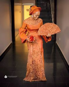 Gorgeous 🧡🧡 Asooke 🍂 Tailored by Handfan Purse Makeup &… Source by fashion dress African Fashion Ankara, African Inspired Fashion, Latest African Fashion Dresses, African Men, Dress Fashion, Nigerian Lace Dress, Nigerian Dress Styles, African Evening Dresses, African Lace Dresses