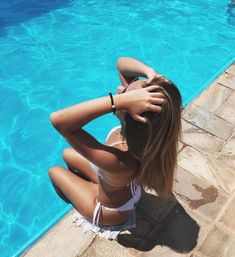 98 Trendy Summer Pool Pictures To Copy Visit for more summer vibes couples bea. Beach Sunset Photography, Beach Photography Poses, Fashion Photography, Pool Poses, Beach Poses, Summer Instagram Pictures, Summer Pictures, Couple Beach Pictures, Shotting Photo