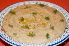 Il macco di fave, condito con olio d'oliva e pepe nero appena macinato, è un autentico piatto della cucina contadina, semplice e saporito, dal gusto antico.