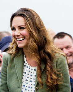 Catherine Duchess of Cambridge, aka Kate Middleton, at the start of the Ring of Fire ultra-marathon in Anglesey. She is wearing a jacket from Ralph Lauren, blouse by Zara, and her Pied à Terre Imperias wedges. Duchess Kate, Duke And Duchess, Duchess Of Cambridge, Prince William And Catherine, William Kate, Kate Middleton Style, Herzog, Princess Kate, Lady Diana