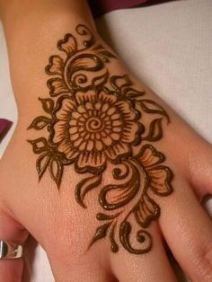 Mehndi become an art and culture. Mehndi is not famous only among women but also in kids. Mehndi Designs for Kids 2016 that you would love to try and will satisfy your kid :). Mehndi Designs For Kids, Mehndi Designs For Beginners, Latest Mehndi Designs, Simple Mehndi Designs, Bridal Mehndi Designs, Bridal Henna, Indian Bridal, Floral Henna Designs, Easy Designs