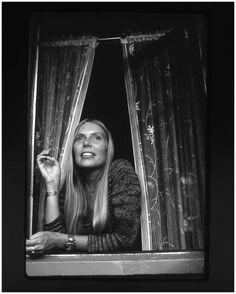 Joni Mitchell, 1971. Photo by Henry Diltz
