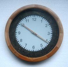 Jam dinding unik artistik, bingkainya perpaduan kayu diameter 31cm