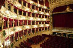 il teatro dell'opera a Trieste