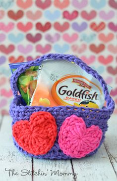 Crochet basket perfect for Valentines Day... FREE PATTERN!
