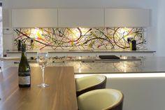 glass splashback Stylish Kitchen, Splashback, Glass, Instagram Posts, Table, Furniture, Kitchens, Home Decor, Decoration Home