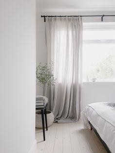 LIght minimalist bedroom with pale wooden flooring and linen curtains. LIght minimalist bedroom with pale wooden flooring and linen curtains. Minimalist Curtains, Minimalist Bedroom, Modern Bedroom, Master Bedrooms, Bedroom Furniture, Bedroom Decor, White Bedroom Curtains, White Linen Curtains, Cosy Bedroom