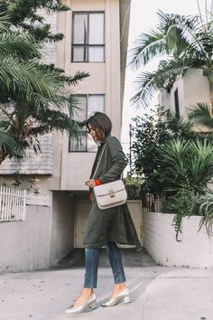 calvin_klein_outfit-ck_sculpted_jeans-denim-trench-orange_sweater-gold_shoes-celine_box_bag-outfit-street_style-los_angeles-collage_vintage-45