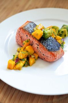 11 Healthy And Tasty Summer Recipes You Should Try - Mango & Avocado Salsa on Pan-Seared Salmon Salmon Recipes, Fish Recipes, Seafood Recipes, Gourmet Recipes, Cooking Recipes, Healthy Recipes, Gourmet Desserts, Plated Desserts, Mango Avocado Salsa