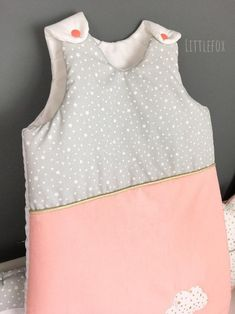 Gigoteuse bébé gris/pêche   Etsy Baby Bedroom, Nursery Room, Two Piece Skirt Set, Etsy, Dresses, Women, Fashion, Gray, White Cotton