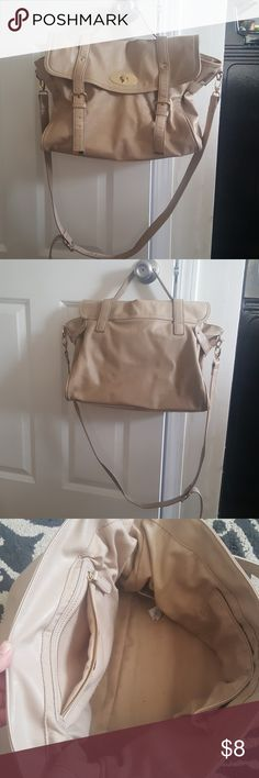 Messenger bag 🎀 Tan faux leather Forever 21 messenger bag. 💕 in good condition. Bags