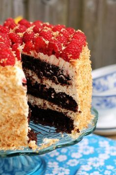 wilgotny tort czekoladowy kokosowy z malinami Cakes And More, Amazing Cakes, Vanilla Cake, Sweet Tooth, Raspberry, Cheesecake, Food And Drink, Cooking Recipes, Sweets