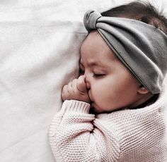 Sweet little Bebe with headband Lil Baby, Baby Kind, Little Babies, Little Ones, Cute Babies, Baby Pictures, Baby Photos, Foto Baby, Baby Family