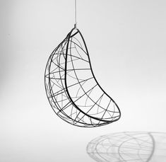 Nest Egg hanging swing chair von Studio Stirling | Gartenstühle