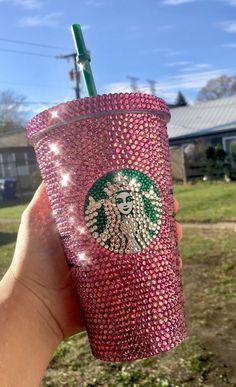 Pink Swarovski Crystallized STARBUCKS Custom Cold Cup with pink Swarovski crystals Bebidas Do Starbucks, Copo Starbucks, Starbucks Secret Menu Drinks, Disney Starbucks, Pink Starbucks, Starbucks Logo, Starbucks Tumbler, Starbucks Recipes, Starbucks Coffee