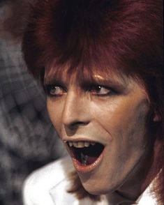 """Bowie singing """"Sorrow"""" with Marianne Faithfull on Bowie's 1980 Floor Show David Bowie Pictures, Mick Ronson, David Bowie Ziggy, Marianne Faithfull, Pretty Star, Major Tom, Ziggy Stardust, Glam Rock, David Jones"""