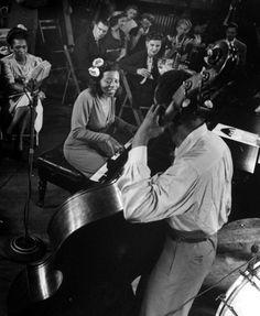 Mary Lou Williams (who arranged for Ellingtons band) jams in Gjon Milis studio, New York, 1943.