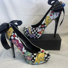 Hand painted custom Alice in wonderland heels by on DeviantArt Dream Shoes, Crazy Shoes, Me Too Shoes, Disney Heels, Shoe Boots, Shoes Heels, Mode Shoes, Painted Shoes, Pretty Shoes