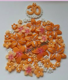 25 Edible flowers cake/cupcakes toppers,birthday,wedding,anniversary,handmade by Yulcakes on Etsy https://www.etsy.com/listing/254788385/25-edible-flowers-cakecupcakes
