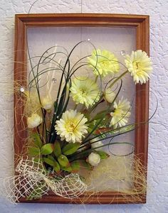 Picture Frame Wreath, Picture Frame Crafts, Flower Shadow Box, Flower Frame, How To Make Paper Flowers, How To Preserve Flowers, Ikebana Arrangements, Floral Arrangements, Victorian Christmas Decorations