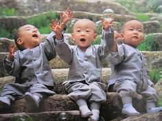 Cute monk kids - Awww of the day Kids Around The World, We Are The World, People Around The World, Precious Children, Beautiful Children, Beautiful Babies, Baby Kind, Baby Love, Baby Baby