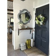 Apartment entryway. http://www.kenisahome.com