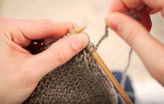 Lær å strikke i-cord - opplegg, sidekanter og avfelling. Et I-cord opplegg gir deg en en rundet oppleggskant som holder seg fint uten å krølle seg oppover slik et vanlig opplegg vil gjøre. I-cord sidekanter gir jevne, fine og litt rundede sidekanter, og en i-cord avfelling gir deg en jevn og fin elastisk kant.