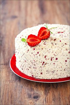 Strawberry, Rose petals and white chocolate cake