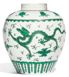 A green-enamelled 'dragon' jar, Qing dynasty, Kangxi period (1662-1722)