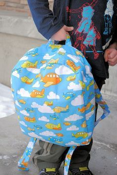 Crazy Little Projects: Toddler Backpack Tutorial Backpack Tutorial, Diy Backpack, Toddler Backpack, Backpack Pattern, Preschool Backpack, Small Backpack, Sewing Patterns Free, Free Sewing, Sewing Tutorials