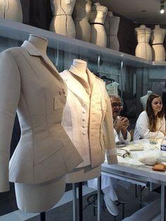 [CasaGiardino] ♛ Dior Draping Techniques, Tailoring Techniques, Techniques Couture, Couture Details, Fashion Details, Fashion Design, Dior Atelier, Cristian Dior, Tailored Fashion