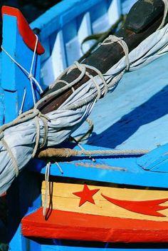 Capian et décoration d'étrave d'une barque catalane à Sète