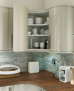 Howdens Glendevon Flint Grey Kitchen Range with curved ends and corners Ikea Kitchen Wall Cabinets, Kitchen Corner Units, Kitchen Cabinet Sizes, Floating Shelves Kitchen, Kitchen Wall Tiles, Living Room Kitchen, New Kitchen, Kitchen Interior, Kitchen Design