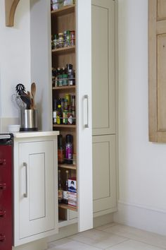 kitchen pantry cabinets Trendy kitchen pantry pull out stove Ideas Pull Out Kitchen Cabinet, Tall Kitchen Cabinets, Pull Out Pantry, Kitchen Pulls, Wooden Kitchen, Rustic Kitchen, New Kitchen, Kitchen Decor, Kitchen Ideas
