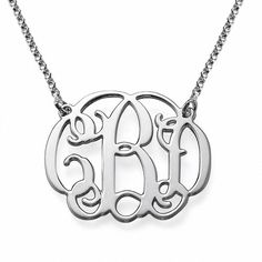 Collar de Plata Monograma con tres iniciales modelo Kenna. Collar de Plata 925 con un monograma con tres iniciales. Un collar realizado con un diseño de letras de formas redondeadas muy elegante.  (Ref.29113-01)