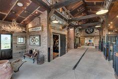 Elk Run Ranch in Old Snowmass, Colorado - horse barn interior Dream Stables, Dream Barn, Horse Stables, Horse Farms, Horse Tack Rooms, Horse Barn Designs, Horse Barn Plans, Vegvisir, Horse Ranch